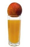 Perzikvruchtensap in geïsoleerd glas Royalty-vrije Stock Afbeeldingen