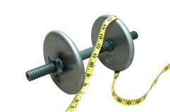 Pesa de gimnasia con la cinta de medición Foto de archivo