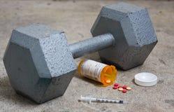 Pesa de gimnasia con los esteroides y la aguja Imagen de archivo libre de regalías