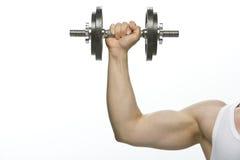 Pesa de gimnasia que es soportada por el brazo. Fotografía de archivo