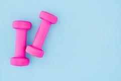 Pesa de gimnasia rosada del gimnasio Imagen de archivo