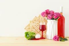 Pesah świętowania pojęcie & x28; żydowski Passover holiday& x29; nad drewnianym stołem zdjęcie royalty free