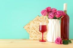 Pesah świętowania pojęcie & x28; żydowski Passover holiday& x29; nad drewnianym stołem zdjęcia royalty free