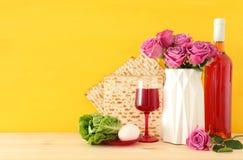 Pesah świętowania pojęcie & x28; żydowski Passover holiday& x29; nad drewnianym stołem fotografia stock