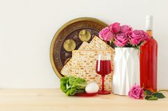 Pesah świętowania pojęcie & x28; żydowski Passover holiday& x29; nad drewnianym stołem obrazy stock
