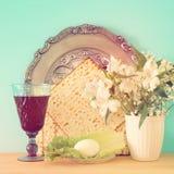 Pesah świętowania pojęcie & x28; żydowski Passover holiday& x29; Przekład dla Hebrajskiego teksta: jajko zdjęcia royalty free