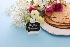 Pesah świętowanie & x28; żydowski Passover& x29; Tradycyjna książka z tekstem w hebrew: Passover hagada & x28; Passover Tale& x29 fotografia royalty free