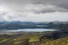 Pesante si rannuvola i laghi tranquilli e le colline muscose in Lakagigar, Icel Immagine Stock Libera da Diritti