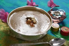 Pesara pappupayasam, Moong dal kheer, delar pudding för det gröna grammet royaltyfri fotografi