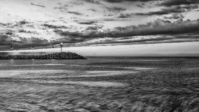 Pesaro, Италия июнь 2017 - взгляд от гавани с маяком Стоковое Фото