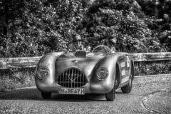 PESARO COLLE ΣΑΝ ΜΠΑΡΤΌΛΟ, ΙΤΑΛΊΑ - 17 ΜΑΐΟΥ - 2018: Β Μ W Παλαιό αγωνιστικό αυτοκίνητο RS 1947 στη συνάθροιση Mille Miglia 2018  Στοκ Φωτογραφίες