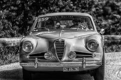 PESARO COLLE ΣΑΝ ΜΠΑΡΤΌΛΟ, ΙΤΑΛΊΑ - 17 ΜΑΐΟΥ - 2018: ALFA ROMEO 1900 Γ SS ΠΕΡΙΟΔΕΎΟΝΤΑΣ το παλαιό αγωνιστικό αυτοκίνητο του 1955  Στοκ Εικόνες