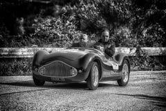 PESARO COLLE ΣΑΝ ΜΠΑΡΤΌΛΟ, ΙΤΑΛΊΑ - 17 ΜΑΐΟΥ - 2018: ZANUSSI ΦΊΑΤ 500 ΑΘΛΗΤΙΚΟ VENDRAME 1947 παλαιό αγωνιστικό αυτοκίνητο στη συν Στοκ εικόνα με δικαίωμα ελεύθερης χρήσης