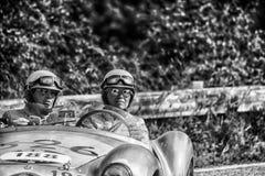 PESARO COLLE SAN BARTOLO, ИТАЛИЯ - 17-ОЕ МАЯ - 2018: Гоночный автомобиль СПОРТА BIALBERO 1950 STANGUELLINI 1100 старый в ралли Mi Стоковая Фотография RF