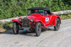 PESARO COLLE SAN BARTOLO, ИТАЛИЯ - 17-ОЕ МАЯ - 2018: Гоночный автомобиль LANCIA LAMBDA VIII SERIE CASARO 1929 старый в ралли Mill стоковое изображение