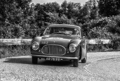 PESARO COLLE SAN BARTOLO, ИТАЛИЯ - 17-ОЕ МАЯ - 2018: Гоночный автомобиль SC 1950 CISITALIA 202 старый в ралли Mille Miglia 2018 и Стоковое Изображение