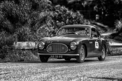 PESARO COLLE SAN BARTOLO, ИТАЛИЯ - 17-ОЕ МАЯ - 2018: Гоночный автомобиль SC 1950 CISITALIA 202 старый в ралли Mille Miglia 2018 и Стоковые Фото