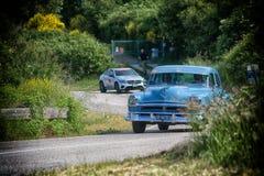 PESARO COLLE SAN BARTOLO, ITÁLIA - 17 DE MAIO - 2018: Carro de competência 88 1954 velho SUPER de OLDSMOBILE na reunião Mille Mig Fotografia de Stock