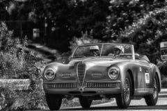 PESARO COLLE SAN BARTOLO, ITALIË - MEI 17 - 2018: CABRIOLET van ALFA ROMEO 6C 2500 SS PF 1949 oude raceauto in verzameling Mille  Stock Afbeeldingen