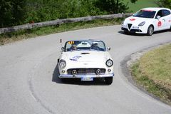PESARO COLLE SAN BARTOLO, ITALIË - MEI 17 - 2018: FORD THUNDERBIRD 1956 op een oude raceauto in verzameling Mille Miglia 2018 fam Stock Foto