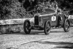 PESARO COLLE SAN BARTOLO, ITALIE - 17 MAI - 2018 : Vieille voiture de course d'AMILCAR CGSS SILURO CORSA 1926 dans le rassembleme Image stock