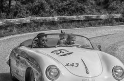 PESARO COLLE SAN BARTOLO, ITALIEN - MAJ 17 - 2018: PORSCHE 356 1500 gamla tävlings- bil för FARTDÅRE 1954 samlar in Mille Miglia  Royaltyfria Foton