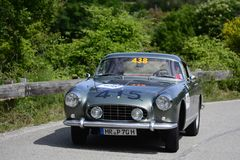 PESARO COLLE SAN BARTOLO WŁOCHY, MAJ 17, 2018 - FERRARI 250 GT BOANO 1956 na starym bieżnym samochodzie w zlotnym Mille Miglia 20 Zdjęcia Stock