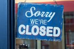 Pesaroso nós somos sinal fechado Imagens de Stock
