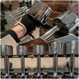 Pesas de gimnasia de acero en sistema del gimnasio Imagen de archivo libre de regalías