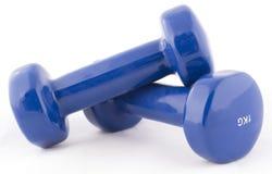 Pesas de gimnasia azules Fotos de archivo