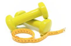 Pesas de gimnasia para usar en cinta de la aptitud y de la medida Fotografía de archivo libre de regalías