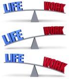 Pesatura dell'equilibrio del lavoro di vita Fotografie Stock Libere da Diritti