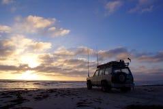 pesca 4x4 en la puesta del sol Imagen de archivo