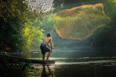 Pesca asiática del pescador Fotografía de archivo libre de regalías