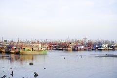 Pesca, barco, anúncio publicitário, peixe, céu, água foto de stock