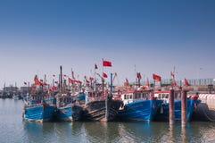 Pesca-barcos na estação de pesca fechado Imagem de Stock Royalty Free