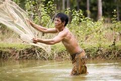 Pesca com uma rede do throw fotografia de stock