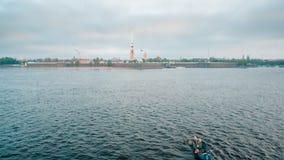 Pesca comercial del eperlano en el río almacen de video