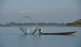 Pesca da mulher do lago Foto de Stock Royalty Free
