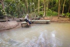 Pesca de Asia del hombre fotos de archivo libres de regalías