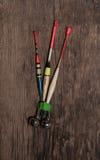 Pesca de colores variados de los flotadores imagenes de archivo