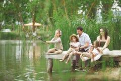 Pesca de la familia imágenes de archivo libres de regalías