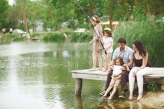 Pesca de la familia fotos de archivo