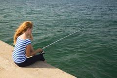 Pesca de la muchacha Imagenes de archivo