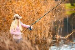 Pesca de la mujer Imágenes de archivo libres de regalías