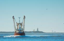 Pesca de la nave en puerto Fotografía de archivo libre de regalías