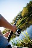 Pesca de la persona en el río Fotografía de archivo libre de regalías