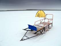 Pesca de lago winter Fotos de archivo