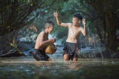 Pesca de los niños imagenes de archivo