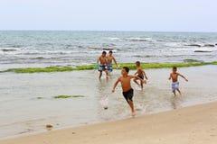 Pesca de los niños fotografía de archivo libre de regalías
